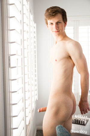 Tasty 20 year old college cutie, Jonah Fisher is a sexy small town boy from the Georgia 13