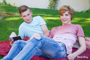 Jamie Ray and Julian Bell 12