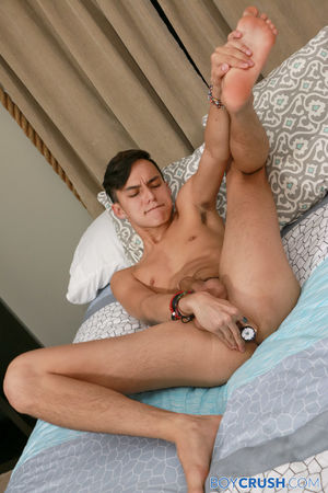 Hawaiian born Maxx Rivers is a smooth and sexy young star-in-the-making 2